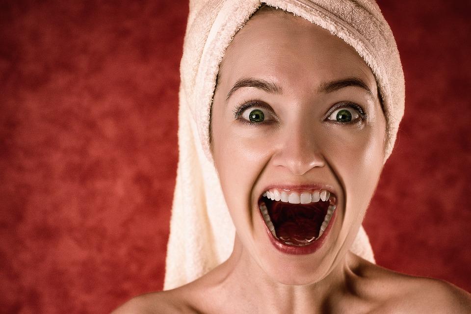 Hábitos que afectan negativamente a tus dientes